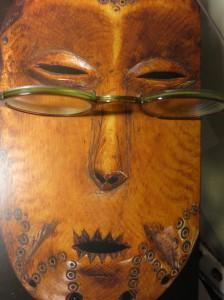 Maske aus Katalog L'Art des Lega' am Quai Branly 2013-14