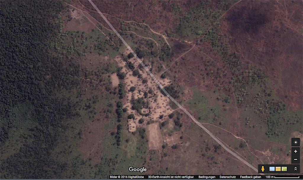 Yaka-Dorf Kitsiola aus der Luft