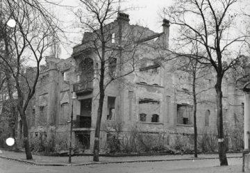 """Die Ruine """"1950-11-07 Delbrueckstrasse 23"""" zeigt auch den Balkon"""