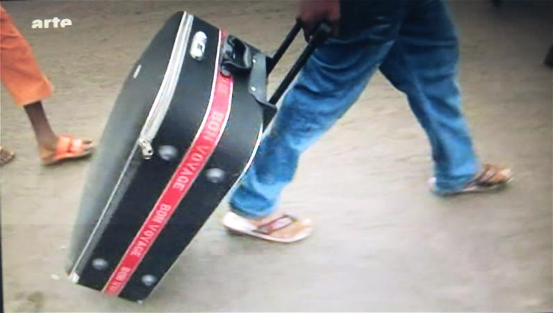 ARTE Kleider und Leute: Der Rollkoffer mit Designerklamotten