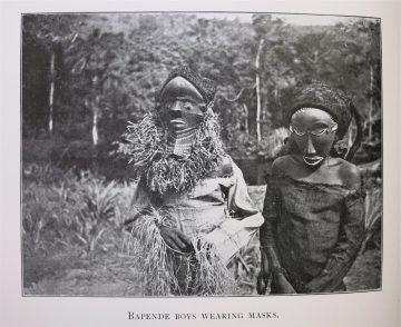 Hilton-Simpson 1911, 1909 in Mulassa , r. Nganga Ngombo (diviner), eine der ältesten Typen? Strother 1998: pp. 184, 296 u.a.