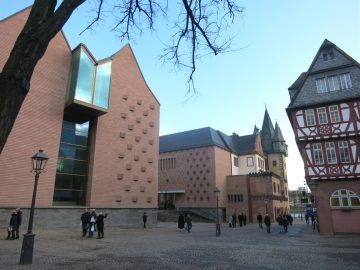 12.Feb.2018 - Gegenüber das einzige Fachwerkhaus - Haus Wertheym - das den Altstadtbrand 1944 überstand.