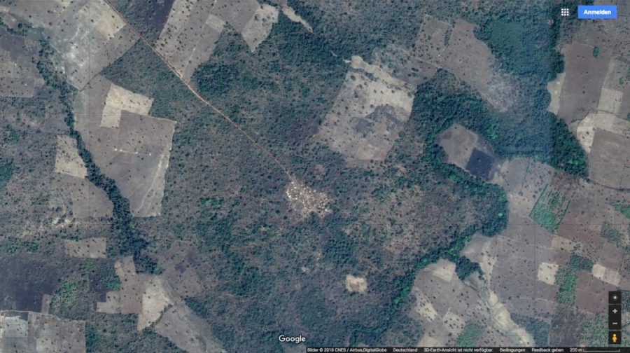 Siedlung bei Korhogo Google 2018-04. etwa 1:10 Tsd.